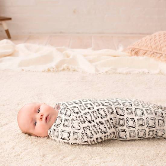set-3-copertine-swaddle-silky-soft-in-motion-4