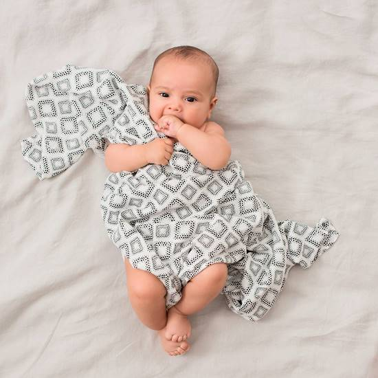 set-3-copertine-swaddle-silky-soft-in-motion-5